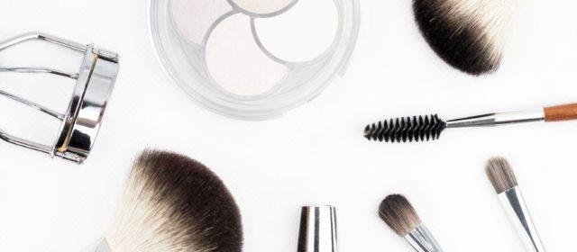 Jak dobrze wykonać makijaż biznesowy? Poznaj 9 kroków.