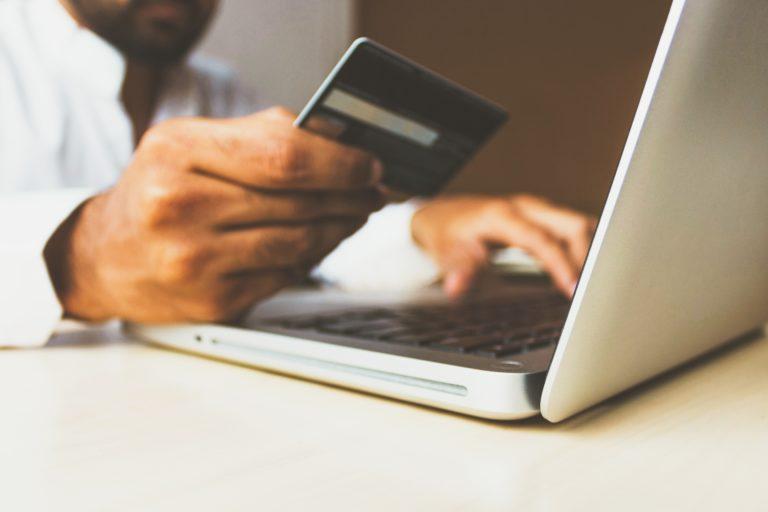 Płatności online, czyli jak szybki przelew rozpoczyna erę całodobowego rozliczania